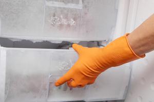 frosta av frysen innan en städning